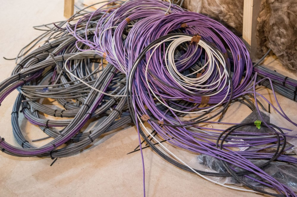 3fd_chapel_lots_of_wires